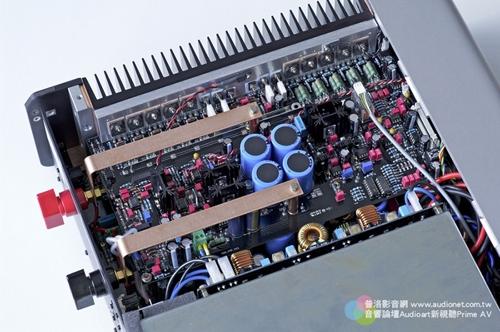 结果噪讯明显比采用传统线性电源的700更为优异,低频也更稳定,更精确